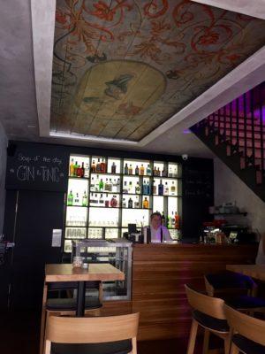 Kav rna p es den v noci bar for Food and bar jine forbach